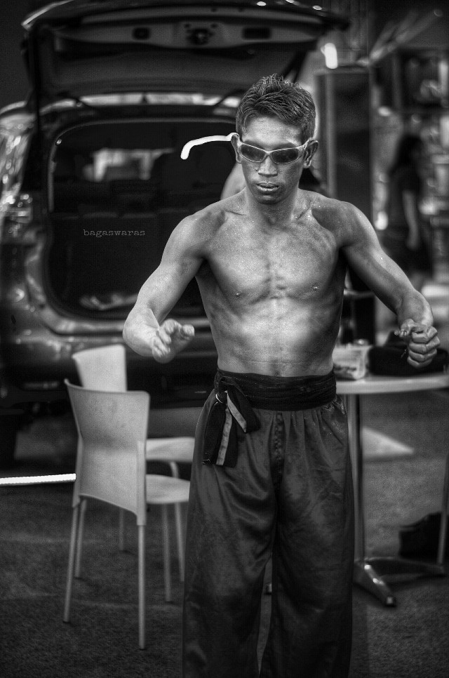 Bruce Li : Enter the Wagon  #street  #photography #hdr  #blackandwhite