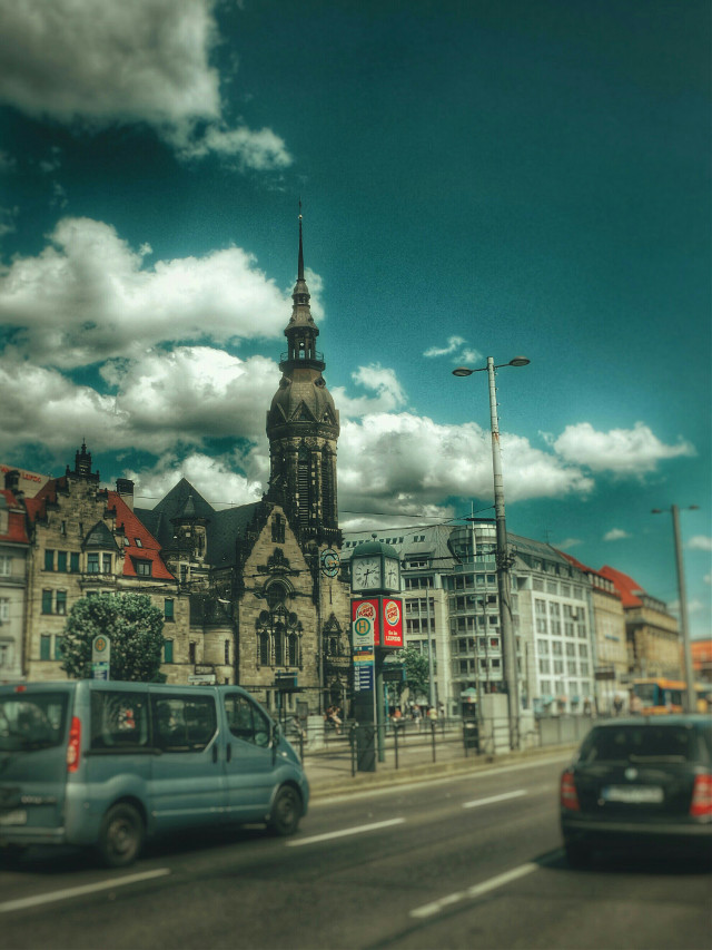 Old and new side by side #mycity  #vintage  #streetphotographie