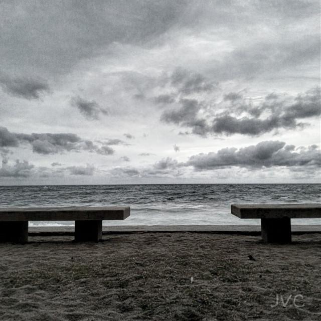 #bank #nubes #nubesnegras #banks #blackandwhite #clouds #bancos #relax #contemplación #sea #beach #playa