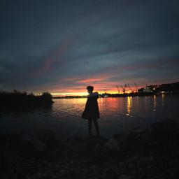 sunset silouhette water horizon