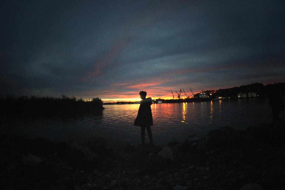"""Au bout du monde""  #sunset #silouhette #water #horizon  You can follow me on Facebook & Tumblr : @deamox"