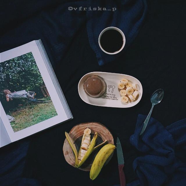#mycoffee_diary #darktone #coffee #coffeelovers #flatlay #onthetable #breakfast #sony #darkness #dark #morning #spring #photography #flower #cute #love